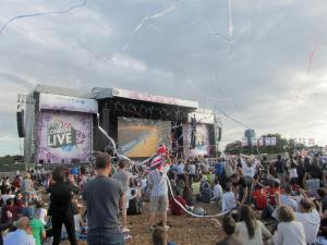 Streamers released at Hyde Park as Chris Hoy crosses the line to win gold for Team GB's men's pursuit team