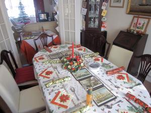 Table set with crackers
