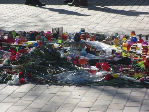 Flowers and candles for those who died on Maidan