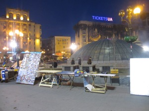 Souvenir sellers are already on the square