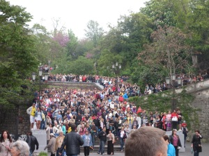 Thousands of people on the stairs
