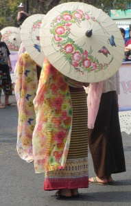 Amazing costume at the Chiang Mai flower festival (woman in flowery dress with a hand-painted cream parasol with pink flowers)