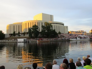 Boat and crowd in front of the Opera Novy for the 'River Music' concert