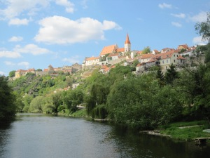 A much more flattering picture of Znojmo!