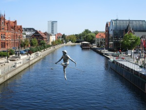View from Kaminskiego bridge - trapeze sculpture